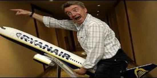 Ryanair no está para caprichos: despide a un auxiliar por zamparse un bocadillo sin pagarlo