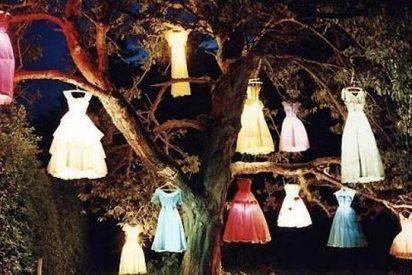 En el Facebook de L'Wren Scott apareció una extraña foto tras ahorcarse: unos vestidos colgando de un árbol