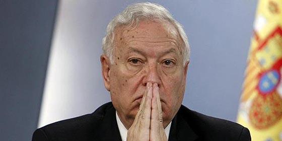 Que Margallo deje hablar de Cataluña y pare las avalanchas en Melilla y Ceuta