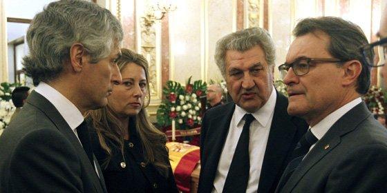 Mas aprovecha la muerte de Suárez para lanzar una pedrada a Rajoy