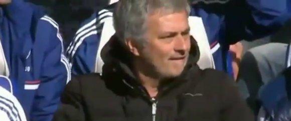 Mourinho llama a su mujer...¡en pleno partido!