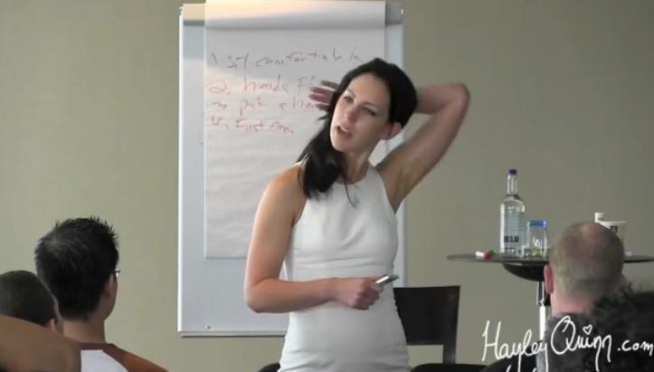 Para aprender a ligar de la mano de una gurú bisexual hay que soplar 180 € la hora
