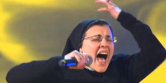 Una desmadrada monja ursulina deja a todos mudos de asombro en la versión italiana de 'La Voz'