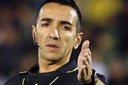 El tremendo ridículo del árbitro en el Calderón