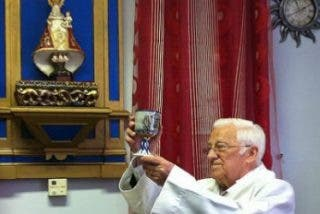 Padre Ángel, 53 años de cura de la solidaridad