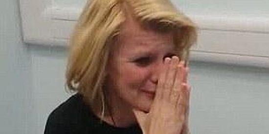 [Vídeo] Una sorda de nacimiento rompe a llorar cuando se escucha tras 40 años de silencios