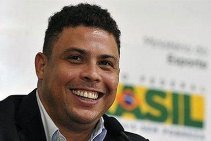 Ronaldo se lo pasa en grande... ¡junto a 2.500 bailarines!