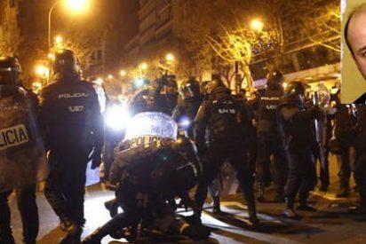 """Salvador Sostres: """"Golpear hoy a un policía sale gratis y se ve como un ritual de fin de fiesta reivindicativa"""""""