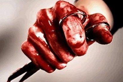 Le corta el pene a su violador con unas tijeras tras drogarle y lo mata luego a martillazos
