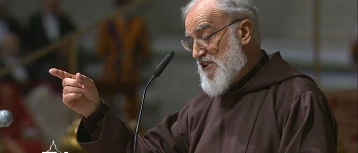 Cantalamessa aboga ante el Papa por la unidad de los cristianos