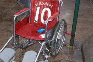 Los hinchas del Tottenham se burlan del jugador del Arsenal en Twitter