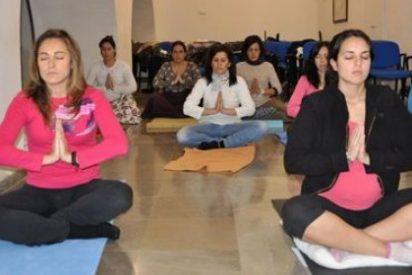 Investigadores de la Universidad de Texas estudian los beneficios del yoga en mujeres con cáncer de mama