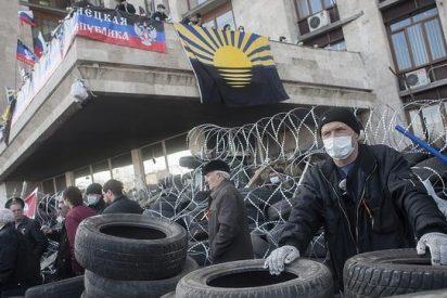 Activistas prorrusos la arman y declaran independiente la región ucraniana de Donetsk