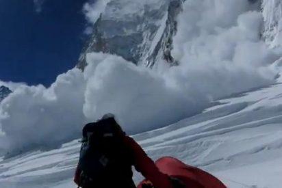 El vídeo del terrible alud que sepultó y mató a 13 sherpas en el Everest