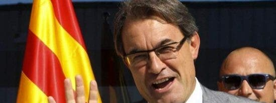La Generalitat anuncia a las embajadas europeas que hará el referéndum