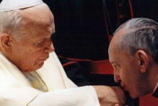 """Bergoglio: """"Juan Pablo II nos enseñó, no ocultando nada a los otros, a sufrir y a morir, y esto en mi opinión es heroico"""""""