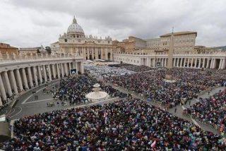 El papa agradece a los fieles y delegaciones su asistencia a la canonización