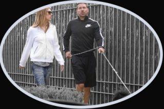 Simeone cumple 44 años acompañado de su tremenda novia pero lejos de su mujer