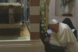 Miles de fieles visitan las tumbas de San Juan XXIII y San Juan Pablo II