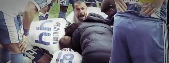 [Vídeo] El futbolista rival le salva de morir asfixiado tras tragarse la lengua por un golpe