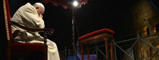 """Francisco: """"La cruz nos enseña que el mal no tendrá la última palabra, sino el amor, la misericordia y el perdón"""""""