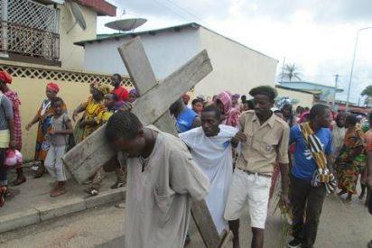 Via Crucis en un barrio de Libreville