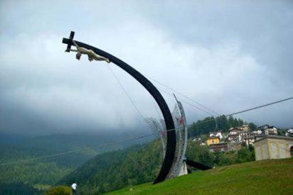 Muere aplastado por una cruz dedicada a Juan Pablo II