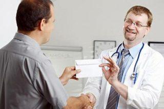 """Los médicos proponen que 'le sangren el bolsillo' si hace """"mal uso"""" de la Sanidad"""