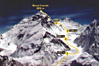 Mueren 12 sherpas en el Everest aplastados por un alud de nive y hielo en el Everest