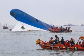 """Cientos de pasajeros atrapados en el barco hundido en Corea del Sur: """"¡Papá, no puedo salir!"""""""