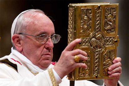 El Papa regalará un Evangelio de bolsillo a los asistentes al Angelus de este domingo