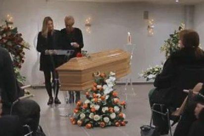 Van a toda prisa a ver a unos amigos...¡y acaban asistiendo a su propio funeral!