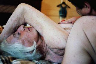 Un abuelo hermafrodita se mete a prostituta porque antepone su alma al culo
