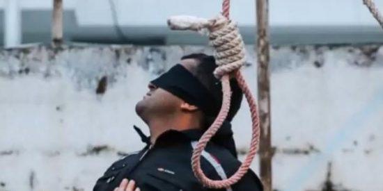 Una madre abofetea al asesino de su hijo y le salva de morir ahorcado...¡cuando ya tenía la soga al cuello!
