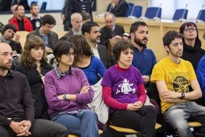 Vidal-Folch (El País) compara a quienes sitiaron el 'Parlament' con los manifestantes antifranquistas