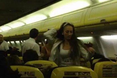 [Video] La novia, de blanco y con velo, da una paliza a su dama de honor en pleno vuelo Manchester-Barcelona de Ryanair