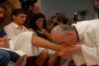 Francisco lavará los pies de ancianos y discapacitados el próximo Jueves Santo