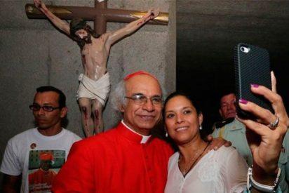 El cardenal Brenes pide a los fieles encender los móviles en misa para chatear la Resurrección