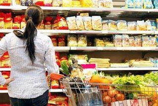 Así te 'manipulan' los supermercados para que compres más o por qué la leche siempre está al fondo