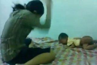 La grabación de una madre pegando una cruel paliza a su bebé le importa poco a Facebook