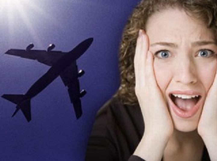 Los secretos de los aviones que pueden bajar a tierra al pasajero de más altura