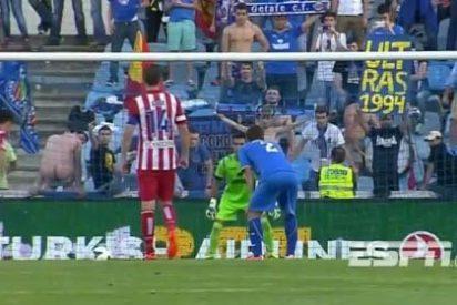 Un aficionado del Getafe despistó a Diego Costa enseñandole el culo