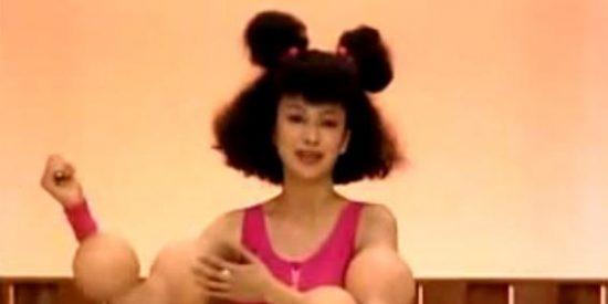 Una modelo con músculos de Popeye arrasa en YouTube bailando con caniches