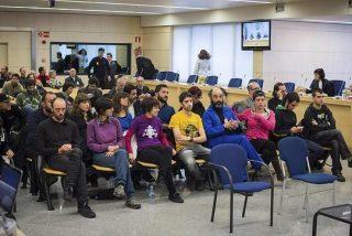 Porros a toda mecha en la Audiencia Nacional para 'celebrar' el juicio por el asedio al Parlamento catalán
