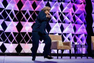 [Vídeo] El zapatazo a Hillary Clinton que casi le arranca algo más que las ideas