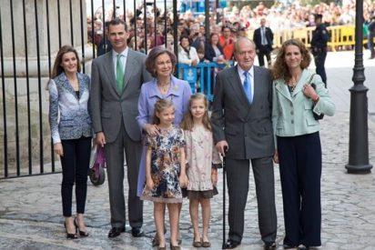 Los Reyes y los Príncipes de Asturias, juntos en la misa de Pascua