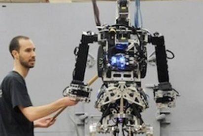 La Marina estadounidense desarrolla un robot con forma humana capaz de caminar entre el fuego