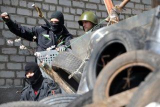 Ucrania está al borde de la guerra civil: cruenta liberación 'in extremis' del aeródromo de Kramatrosk