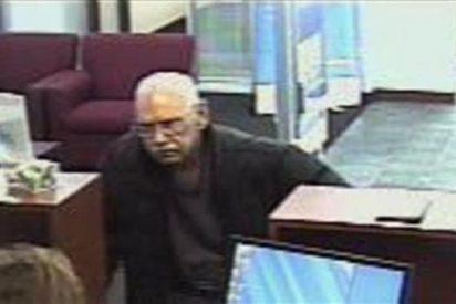 El anciano atraca un banco porque estaba aburrido de la vida y quería ir a la cárcel