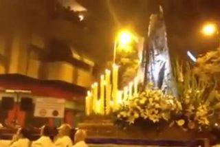 [Vídeo] ¿Milagro o mala pata? La Virgen de los Dolores casi mata a un nazareno en Alicante de un costalazo